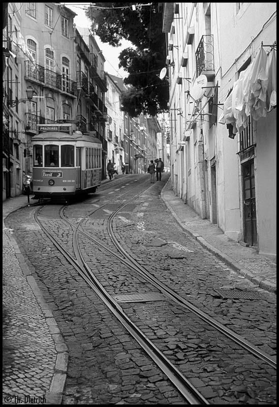 http://www.thrd.de/HiFo/2011-06-07/LF_2007-05-00_Carris_563_Lissabon_Baixa.jpg